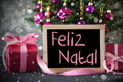Boom met Giften, Sneeuwvlokken, Bokeh, Feliz Natal Means Merry Christmas royalty-vrije stock foto's