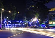 Boomgaardweg tijdens Kerstmis van 2015 licht-omhoog Stock Foto's