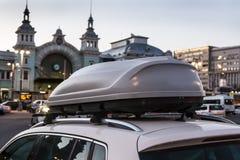 boomstam op het dak van de auto royalty-vrije stock foto's