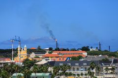Boorplatforms die op Curacao branden Royalty-vrije Stock Foto's