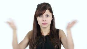 Boos Jong Meisje die bij Camera, Witte Achtergrond schreeuwen stock videobeelden