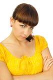 Boos jong meisje in gele kleding royalty-vrije stock afbeelding