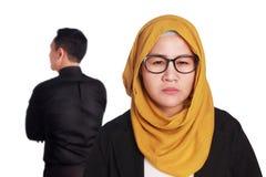 Boos Moslimpaar die Strijd hebben Stock Fotografie