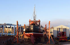 Boot in aanbouw bij boatbuilder` s werf royalty-vrije stock fotografie