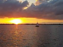 Boot am Abend lizenzfreie stockfotografie