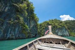 Boot in Andaman-Meer, Krabi, Thailand Stockfotos
