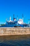 Boot angekoppelt in einem Hafen Stockfotografie