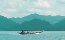Boot auf Chao Lan Lake Lizenzfreies Stockfoto