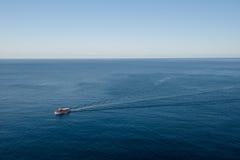 Boot auf dem adriatischen Meer lizenzfreies stockbild