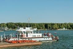 Boot auf dem Dock Stockfoto