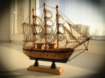 Boot auf dem Fenster Lizenzfreie Stockfotografie