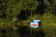 Boot auf dem Fluss Lizenzfreies Stockbild