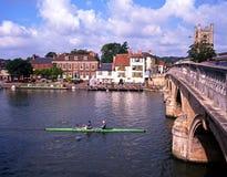 Boot auf dem Fluss, Henley-auf-Themse stockfotos
