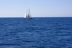 Boot auf dem Meer Stockfotos