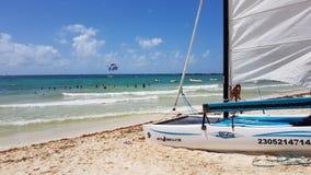Boot auf dem Sand stockbild