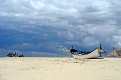 Boot auf dem Strand Stockbilder