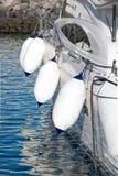 Boot auf dem Wasser mit Boje Stockfotos