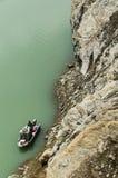 Boot auf der Seite eines Seeblicks von der Verdammung stockfotos