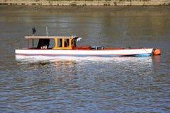 Boot auf der Themse Lizenzfreie Stockfotos