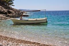 Boot auf einem Strand Lizenzfreie Stockfotografie