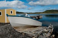 Boot auf einer hölzernen Rampe Lizenzfreie Stockbilder