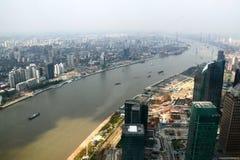Boot auf Huangpu Fluss lizenzfreie stockfotografie