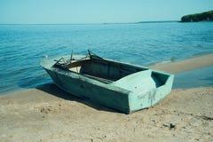 Boot auf Küstenfluß Lizenzfreie Stockfotografie