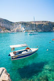Boot auf klarem, turquois Wasser Lizenzfreies Stockbild