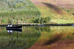 Boot auf Loch Lizenzfreies Stockbild