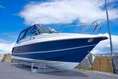 Boot auf Reparatur lizenzfreie stockbilder
