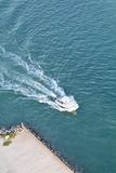 Boot auf Süd-Florida-Kanal - Antenne Stockbild