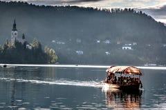 Boot auf See von Bled Lizenzfreie Stockfotografie