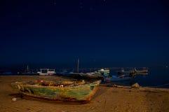 Boot auf Seeküste Stockfotografie