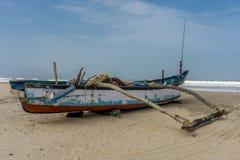 Boot auf Strand in Goa, Indien stockbild