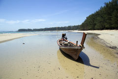 Boot auf Strand, NaI Yang Stockfoto