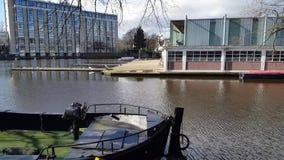 Boot auf Ufern stock video