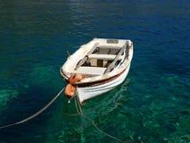 Boot auf Wasser lizenzfreies stockbild