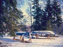 Boot auf Winterparken Stockfoto