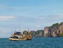 Boot bei Phi Phi Island in Thailand Stockbild