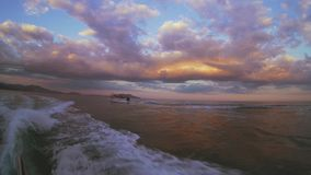 Boot bei Sonnenuntergang stock footage