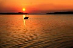 Boot bei Sonnenuntergang Lizenzfreies Stockbild