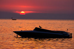 Boot bei Sonnenuntergang Stockfoto