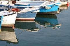 Boot bij anker Stock Foto's