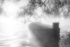 Boot bij dageraad stock foto