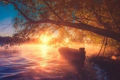 Boot bij dageraad Stock Foto's