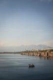 Boot bij de ingang van Antalya Royalty-vrije Stock Foto