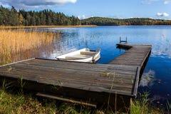 Boot bij de pijler Stock Fotografie