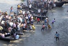 Boot bij de rivier van modder. Royalty-vrije Stock Afbeelding