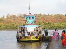 Boot bij haven Royalty-vrije Stock Foto's