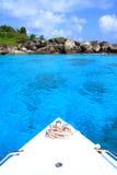 Boot bij Mooie eilanden Royalty-vrije Stock Foto's